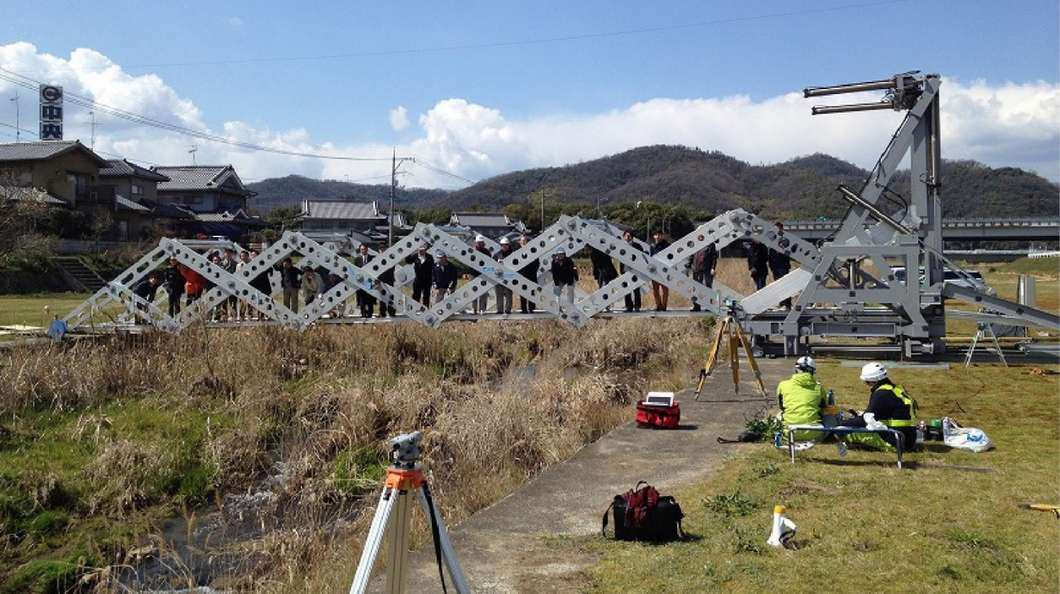 mobile-origami-folding-bridge@2x